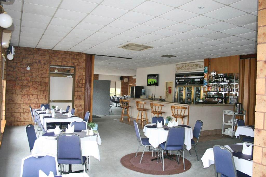 The Bass & Flinders Motor Inn has an onsite licensed restaurant & bar open six days a week to in-house guests and the surrounding community
